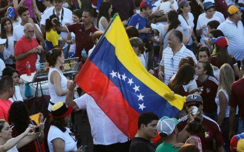 委内瑞拉的区块链疯狂:人民靠挖矿为生,政府发行石油币