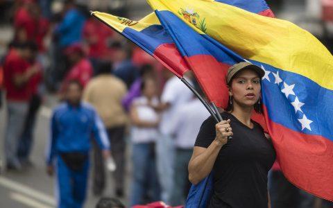 委内瑞拉临时总统曾在推特上提过比特币,这个国家有救了?